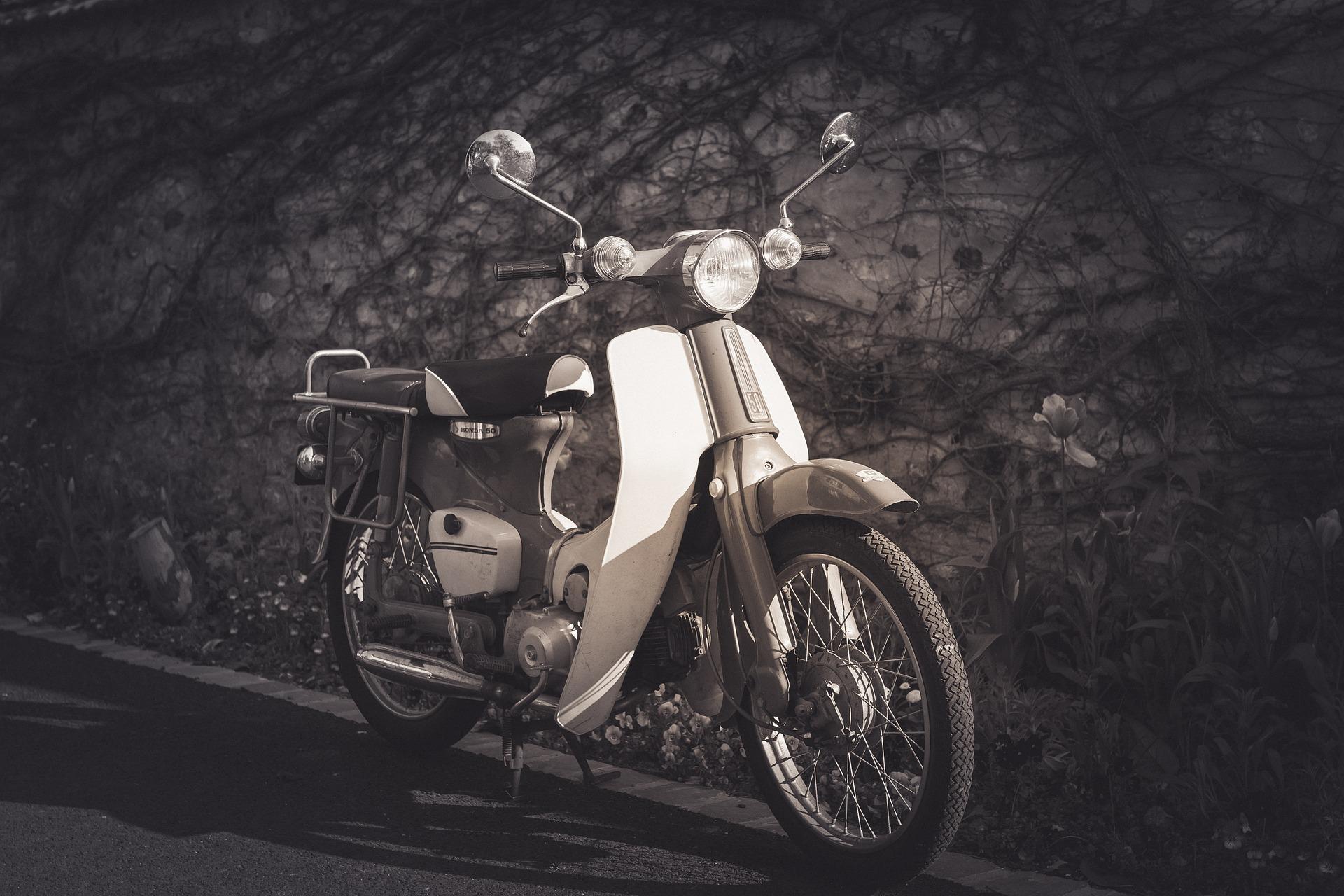 moto por la Vega de Granada