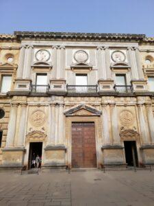 Portada del Palacio de Carlos V